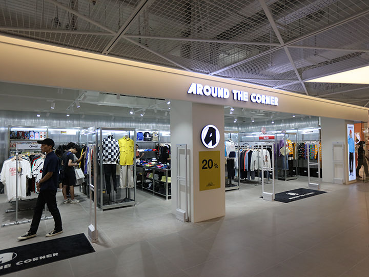 「AK& 弘大店」内の「AROUND THE CORNER」