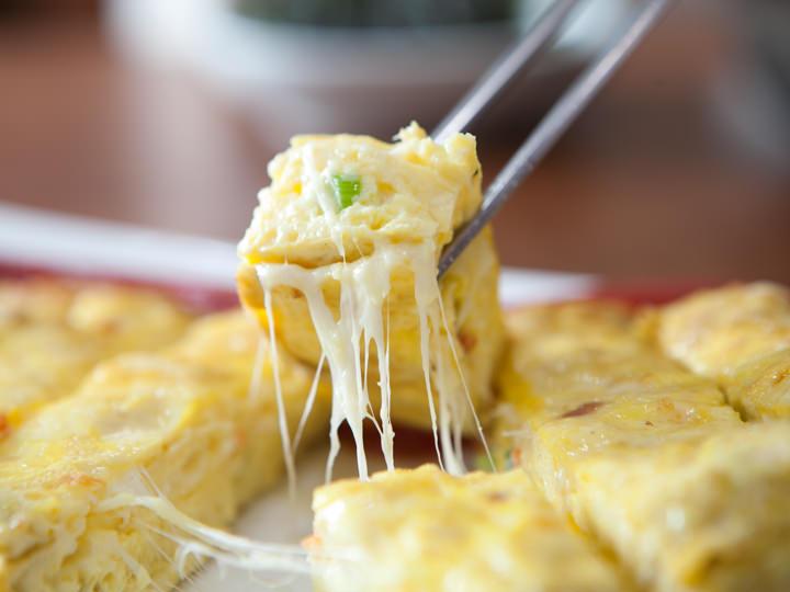 アツアツの状態でとろーりとろけるチーズと卵のハーモニーを堪能