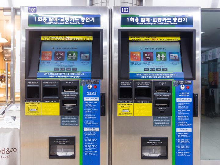 改札口にある「1回用交通カード」の販売「T-money」充填機