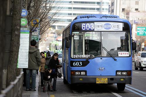 ブルーバス(青)ソウル市内の中でも長距離を走る幹線バス