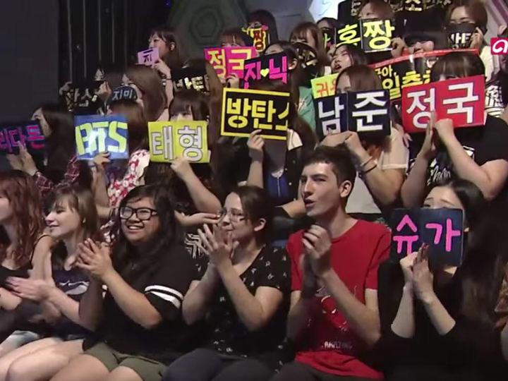 観覧席には外国人の姿も多く見られます※写真は番組からの提供によります