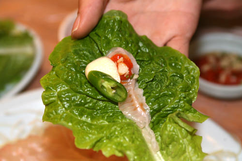 唐辛子酢味噌(チョコチュジャン)とサンチュで韓国風に