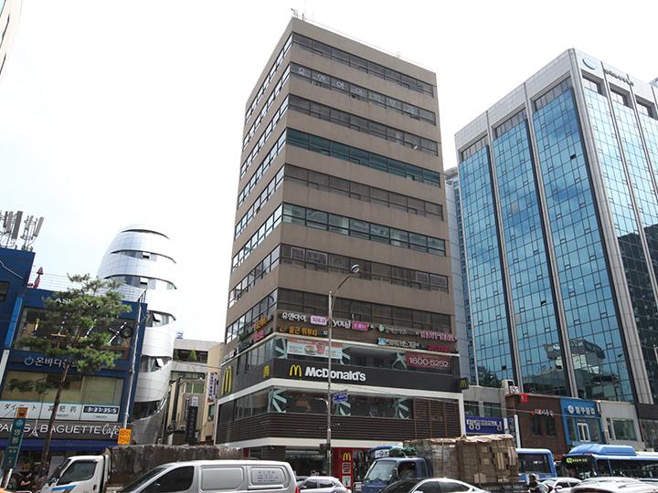 ビルの1、2階は「マクドナルド」