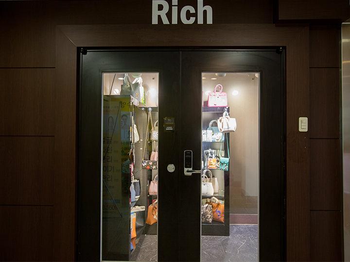 7階「Rich 2号店」入口