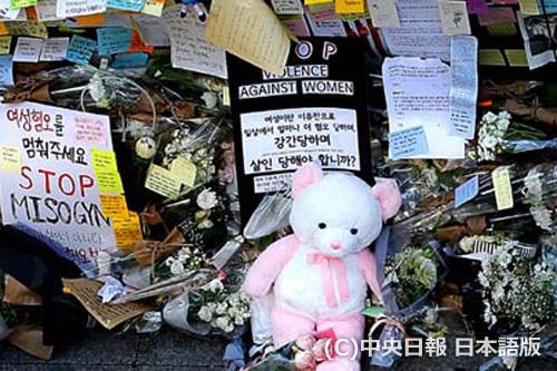 江南駅12番出口に設置された追悼所