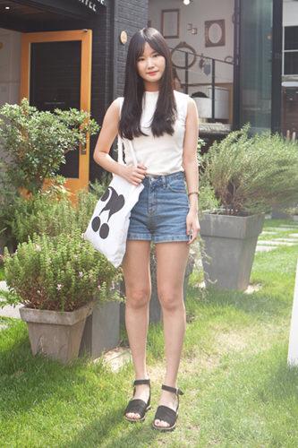 「ホットパンツ×生足」超ミニ丈のパンツは2000年代に流行し、今や韓国女子の定番となりました。ハウルさん 23歳 学生6/23 カロスキル
