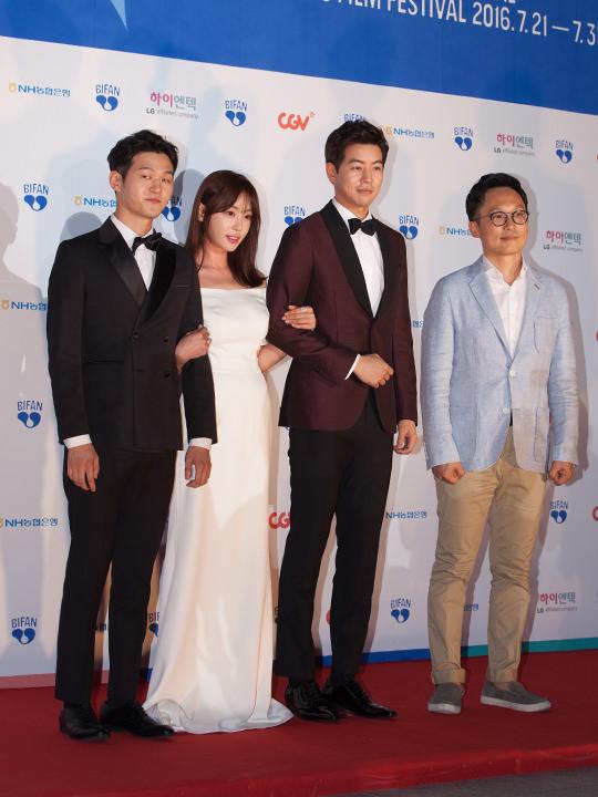 カン・イェウォン(左から2番目)イ・サンユン(左から3番目)
