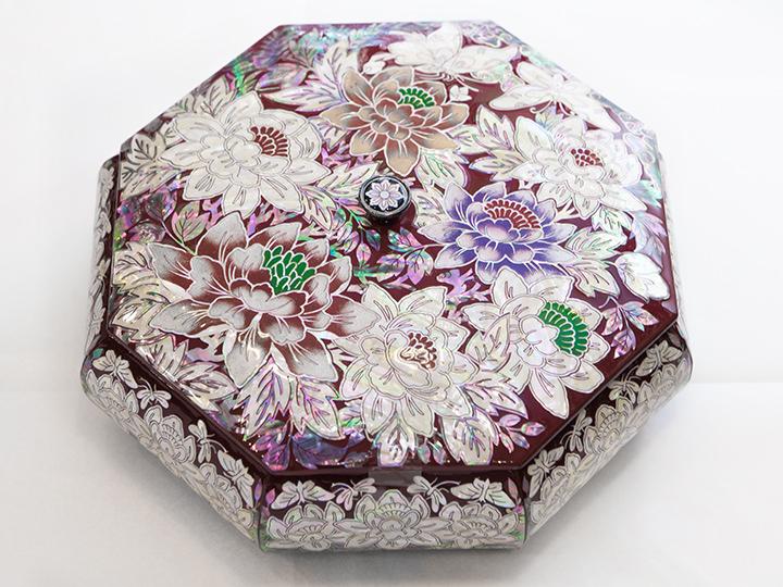 華やかな花々が一面に描かれた八角キャンディーボウル230,000ウォン~