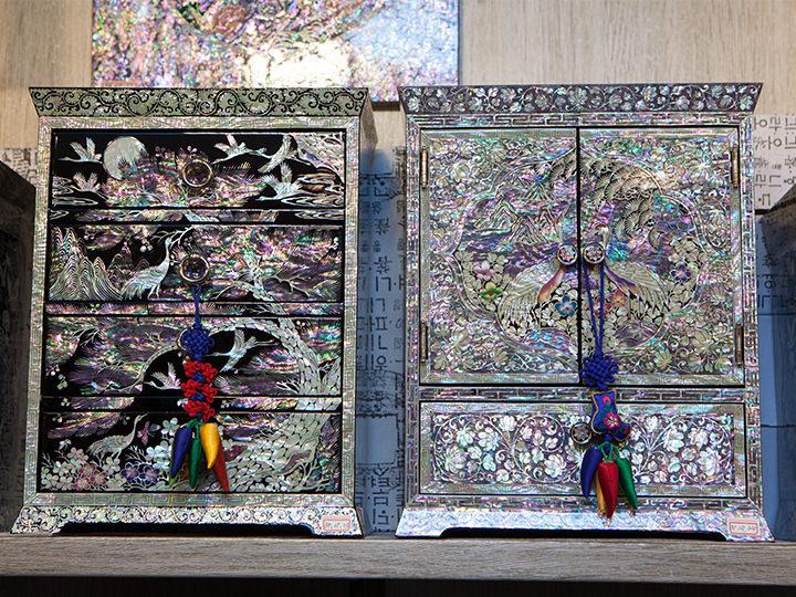 ひきだし型の螺鈿家具350,000~500,000ウォン