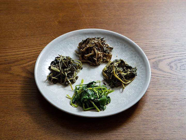 山菜ナムル(サンチェナムル)国産100%の山菜ナムルが豊富に揃っています。そのままでもビビンバにしてもOK。