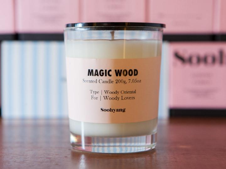 MAGIC WOODミンホに贈ったのは、山深い場所に入り込んだかのように心地よく神秘的な香り。さまざまな樹木の香りがミックス