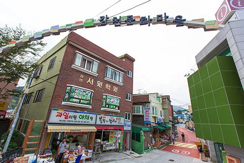 5.駅からタクシーに乗る場合は、「カムチョンマウルイックッカジ カジュセヨ(「甘川文化村」入口まで行ってください)」と頼むこと