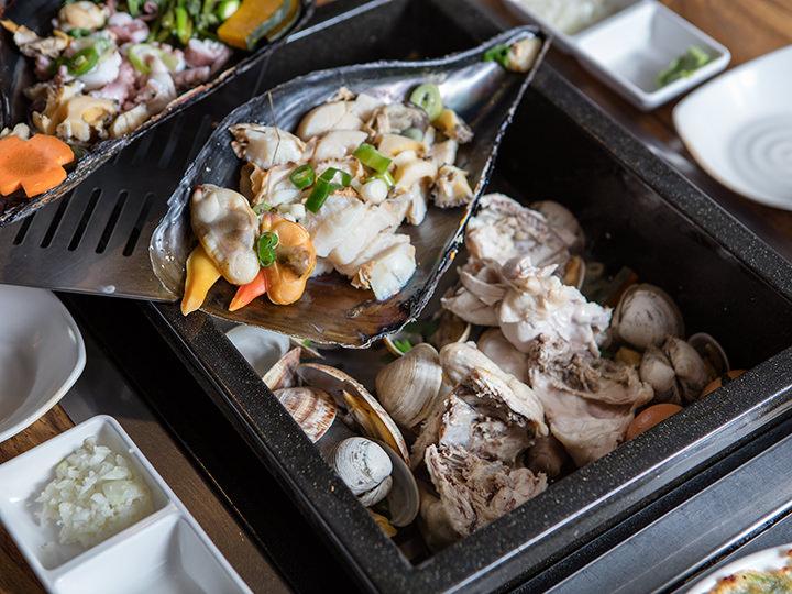 タイラギの大きな貝をお皿に見立てて