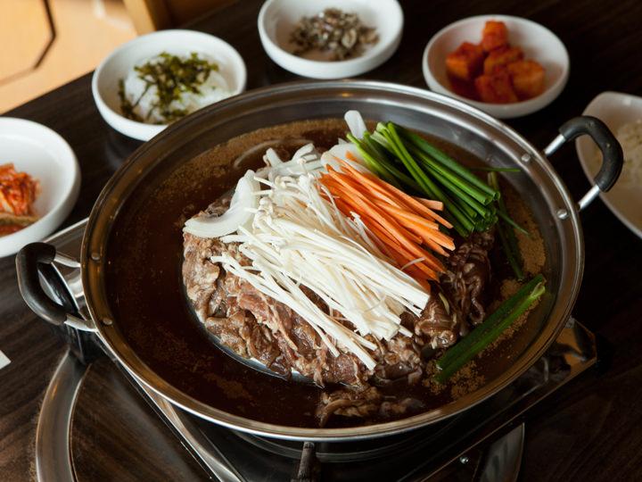 伝統韓国料理レストラン「ROSEHILL」のプルコギ