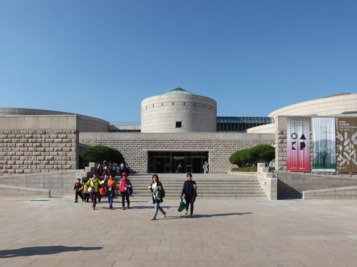 名作映画「美術館の隣の動物園」(1998)のロケ地としても有名