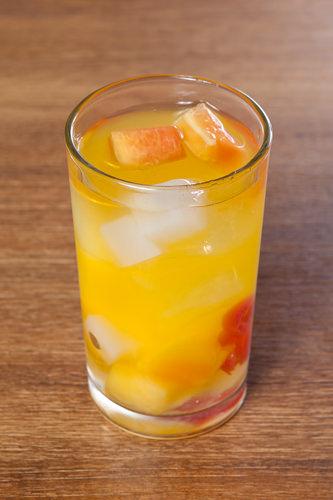 ポイント!甘めがお好みの人はフルーツ缶詰のシロップを入れたり、ビタミンウォーターをオレンジジュースに変えてもGOOD!