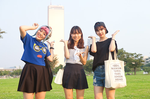 (左から)あずさ 国民(クンミン)大学 語学堂 いくみ 漢陽(ハニャン)大学 学部在籍 りな ワーキングホリデー