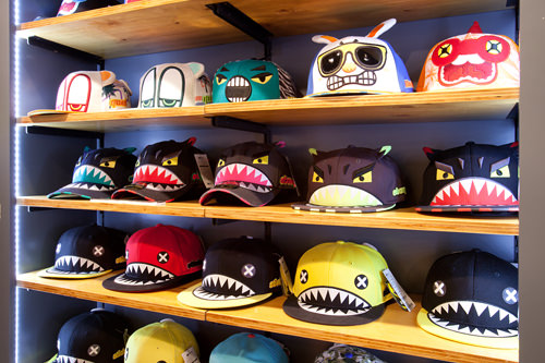 HAT's ON 多くのスターが愛用。ファッションのポイントになるユニークなデザインの帽子が多数。
