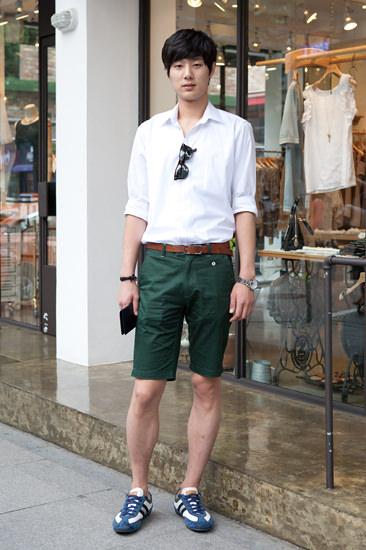 新沙洞カロスキルハーフパンツスタイルにはm、きれいめスニーカーがお似合いファッションフォトより