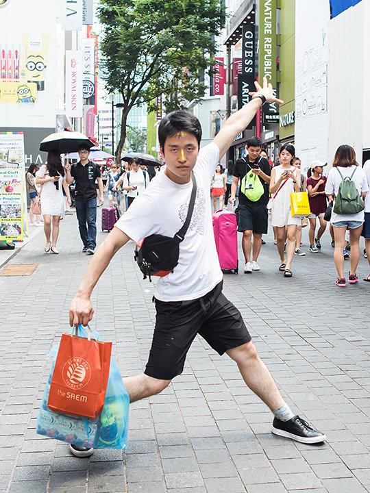 日本で待つ妻にゴージャスなパックを購入7~10万円(20代 社会人、2泊3日)コスメ店「the SAEM(ザ・セム)」で試した金箔入りパックがなかなか良かったので、日本で待っている妻のプレゼント用に買いました。他に韓国海苔も購入!