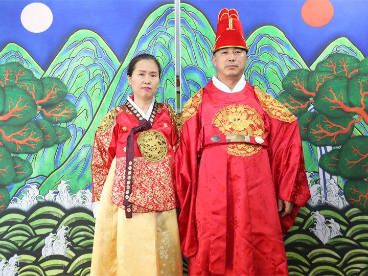朝鮮時代の王と王妃になりきれる
