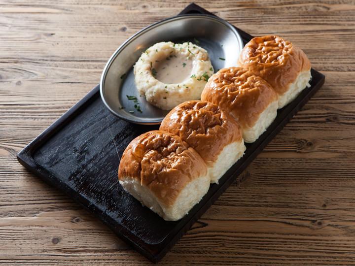 ほの甘いパンとなめらかなマッシュポテト