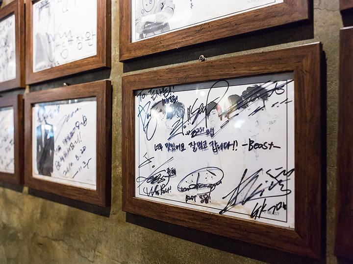 BEASTなど、お気に入りのスターのサインを探してみましょう