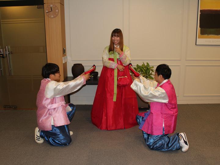 韓国宮廷の女王に変身!写真撮影も自由な韓服(ハンボッ)体験