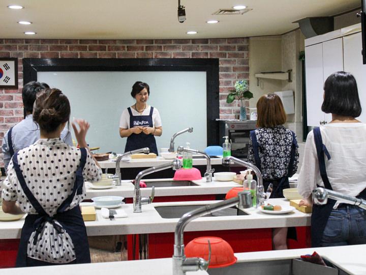 キムチ、キムパッ、ビビンバなど韓国を代表するメニューが作れる料理教室