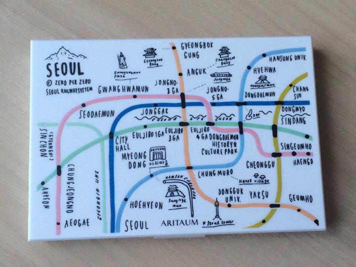 「ARITAUM」7周年記念で発売されたソウル地下鉄路線図デザインのアイシャドウパレット!2件目のお店でやっと見つけて即買い!韓国のコスメ情報はツイッターなどでよく調べています。