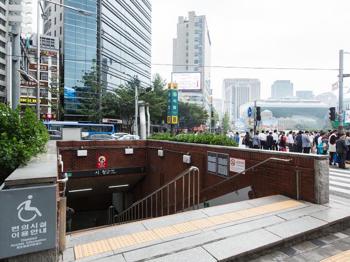 地下鉄2号線市庁駅8番出口