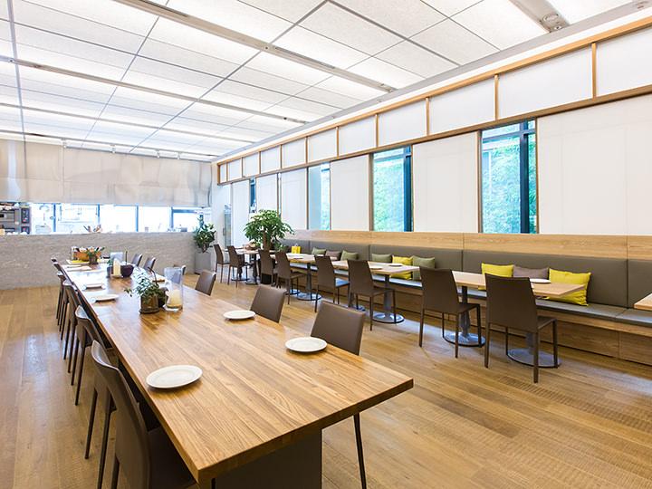 10時から23時までオープンしているカフェ&ビストロ「MARCELLE」