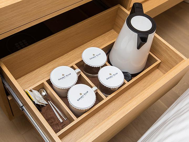 電気ポットでお湯を沸かせるので、温かいコーヒーをお部屋でいただけます