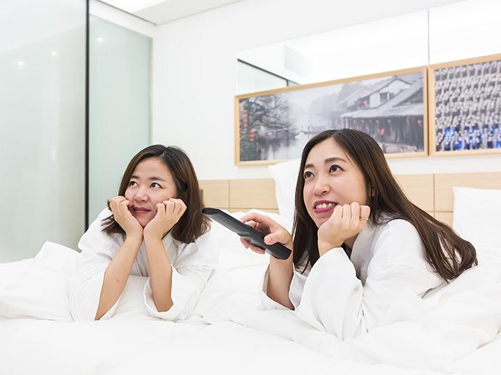 フラットスクリーンテレビで日本の番組も視聴可能