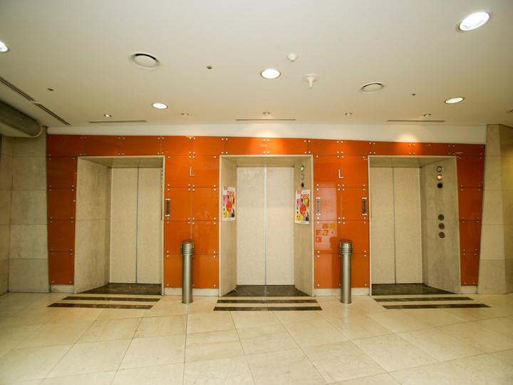 エレベーターに乗り、10階へ