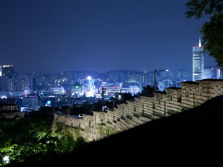 駱山(ナクサン)公園(2票)ソウルの夜景を一望できる