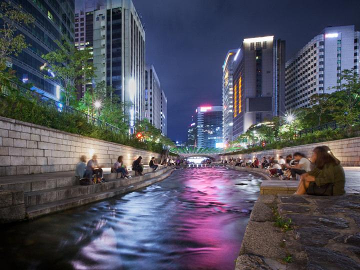 清渓川(チョンゲチョン) (1票)夜になると川がライトアップ!