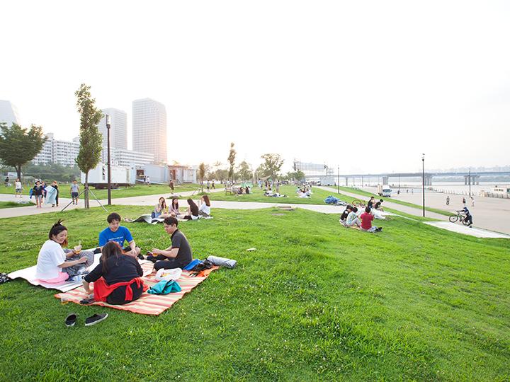 漢江(ハンガン)公園(14票)チメッ(チキン+ビール)やピクニックも楽しめる