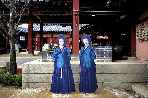 (写真右)チェ尚宮(キョン・ミリ)「チャングムの誓い」 容赦なくいじめる演技が見事