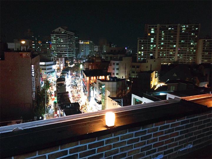 日本では夜景を観るならどこか有名なスポットに行くイメージがあるのですが、韓国では身近な街の夜景もすごく綺麗でお気に入りです。