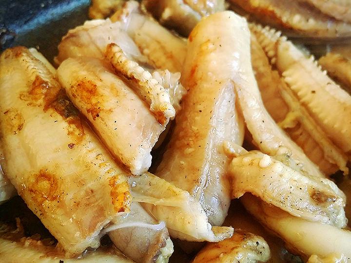 釜山旅行中に食べたヌタウナギ(コムジャンオ)。見た目はあまり良くないけど、友人からオススメされてチャレンジしました。味は最高!!まだ食べたことのない方は、是非お試し下さい~。