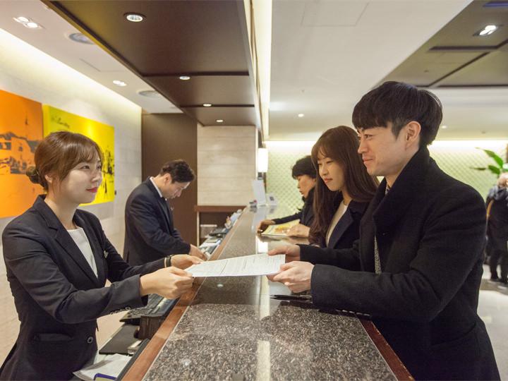 スタッフ全員が日本語可能なためチェックイン時も安心