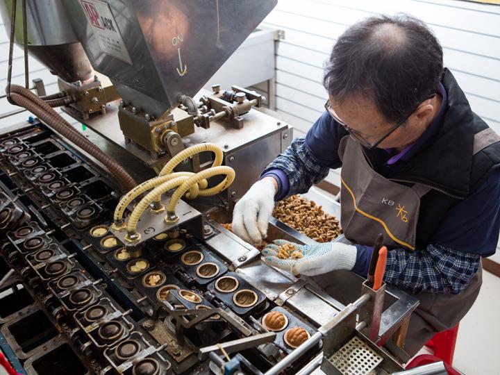 ホドゥクァジャを作る機械