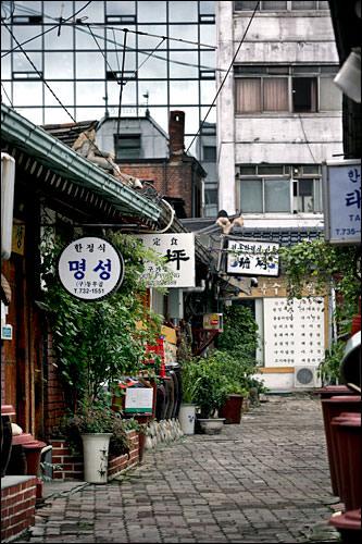 日本の昔の情景によく似た路地裏