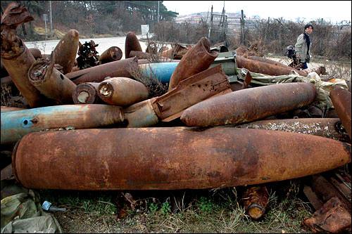 京畿道華城市(ファソンシ)梅香里(メヒャンニ)の米軍射撃場に残された砲弾