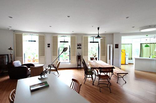 おしゃれな家具が並ぶソノの家のロビー