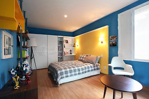 フィギュアが飾られているハナの部屋