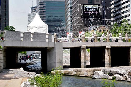 (2)広通橋 地図番号:青31410年に作られたもので、当時最も大きい橋でした。清渓川と同時に復元されました。