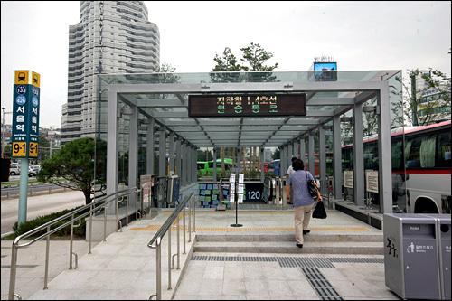6番停留所にある地下鉄1・4号線との連結口