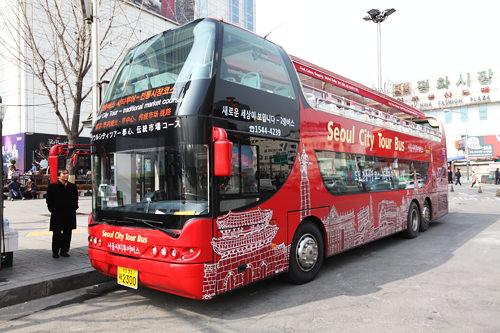 レア度の高いオープン型の2階建てバス